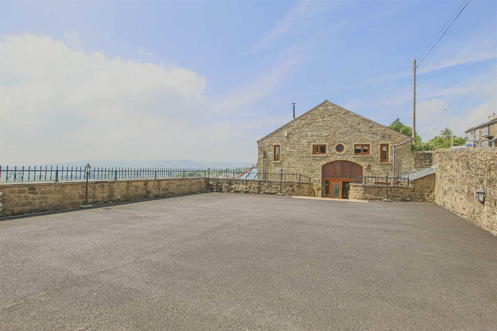 4 Bedroom Barn Conversion For Sale - p033135_45.jpg